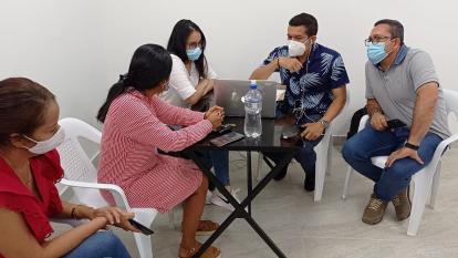 Autoridades de Salud en Sahagún evalúan cadena de custodia de las vacunas anticovid.