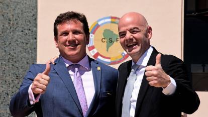 Alejandro Domínguez, presidente de la Conmebol, y Gianni Infantino, presidente de la Fifa.