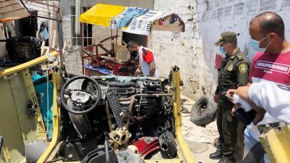 Policía desmantela desguazadero de carros en Santa María