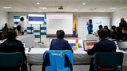 Bogotá pasa de alerta amarilla a naranja por ocupación uci del 64%