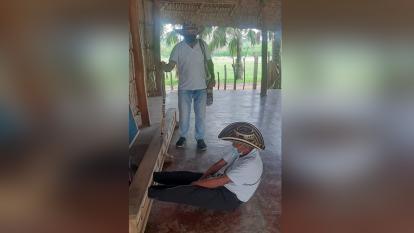 Castigan en el cepo a capitán indígena que permitió fiesta de quinceañero