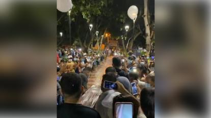 Multitudinaria despedida a locutor en Galapa en pleno toque de queda