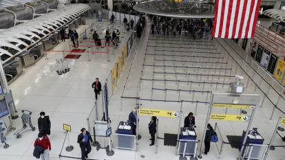 EE. UU. ampliará la recomendación de no viajar al 80% de países por covid-19