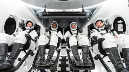 Nave de SpaceX regresa a la Tierra exitosamente