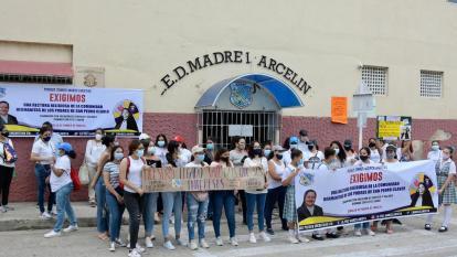 Protesta de padres del colegio Madre Marcelina por designación de rector laico