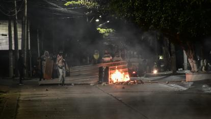 Policía dice que manifestantes quisieron llegar muy cerca al estadio