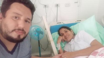Habla esposo de la mujer que dio a luz estando intubada por covid