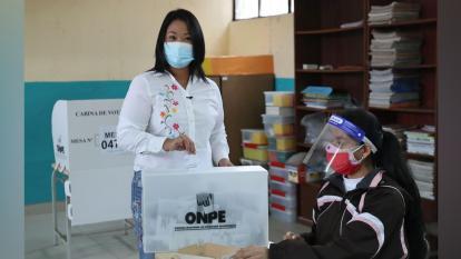 Candidata Keiko Fujimori ejerce su derecho al voto en Perú