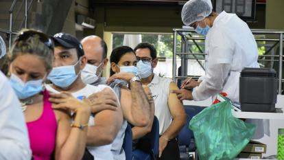 Barranquilleros participan en jornada masiva de vacunación
