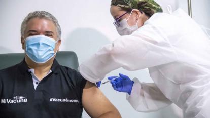 Presidente Duque se vacuna contra la covid-19 en Bogotá