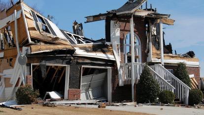 Constructor destruyó casa que remodelaba porque el dueño no le pago las horas extras