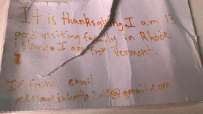 Halló una botella con un mensaje que atravesó el mar desde EE. UU. hasta Portugal