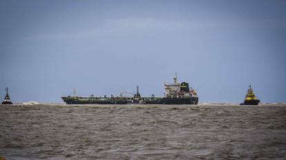 Buque encallado obligó cierre de zona portuaria