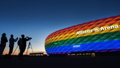"""La Uefa dice """"llevar orgullosa"""" los colores de la bandera Lgbti"""