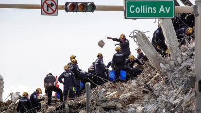 Encuentran 10 cuerpos más en restos de edificio derrumbado en Miami-Dade