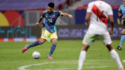 Luis Díaz con el remate que significó la victoria 3-2 sobre Perú.