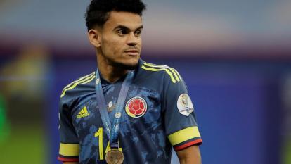 Luis Díaz con la medalla del tercer lugar de Colombia en la Copa América.