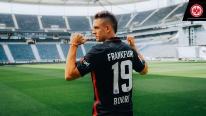Rafael Santos Borré fue presentado con el Eintracht Frankfurt de Alemania