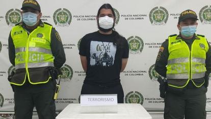 Policía redujo a extranjero que lanzó alerta de bomba en avión