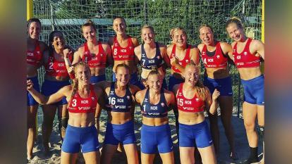 Selección Noruega femenina es sancionada por usar shorts en lugar de bikini