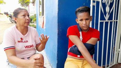 """""""Luis se deprime mucho"""": madre de joven víctima de ataque homofóbico"""