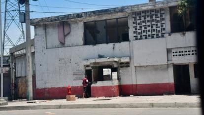 Personas estarían desvalijando sede de la antigua empresa Pizano