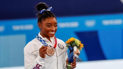 Simone Biles regresó a la competición y al podio