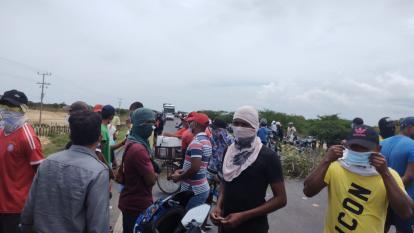 Habitantes de Camarones bloquearon la Troncal del Caribe