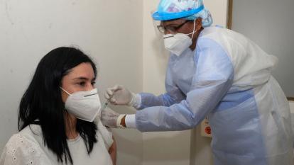 Por falta de biológicos aplazan segundan dosis de Moderna en Cartagena
