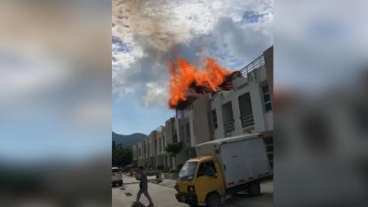 Un rayo habría provocado un incendio en un kiosco en Santa Marta