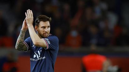 Lionel Messi tiene síntomas de una contusión ósea y es baja para el próximo partido