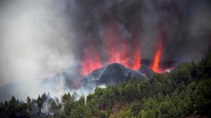 La lava del volcán en La Palma está entre 800 y 1.000 metros del mar sin seguridad de que llegue