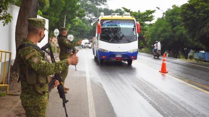 Uniformados refuerzan seguridad en las vías de Sucre