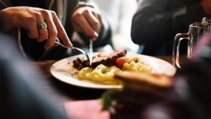El 30 % de los hogares en Colombia comen menos de tres veces al día