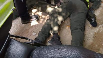 Policías resultan heridos tras caer de motocicleta en una persecución