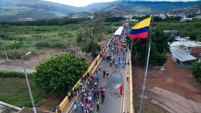 Venezuela autoriza paso peatonal en frontera con Colombia