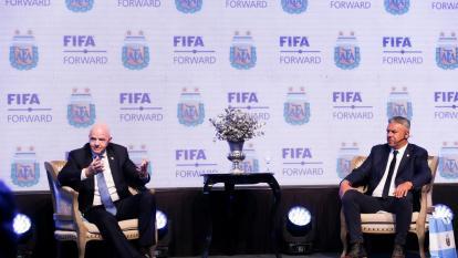 Infantino pide a comunidad de fútbol solidaridad con refugiados afganos