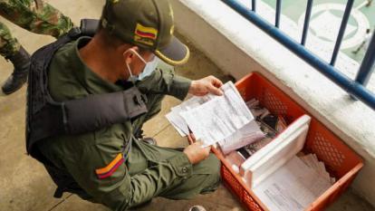 Allanamiento en La Tramacúa: incautan 16 celulares y libros con anotaciones