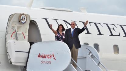 Así fue la llegada a Cartagena de Mike Pence, vicepresidente de Estados Unidos