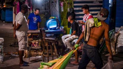 En el lente | El Mercado de noche, comercio a  la luz de la luna