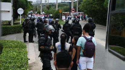 Estudiantes de Uniatlántico protestan y exigen desmonte del Esmad