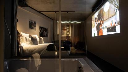 Hotel en París ofrece salas de cine en sus habitaciones