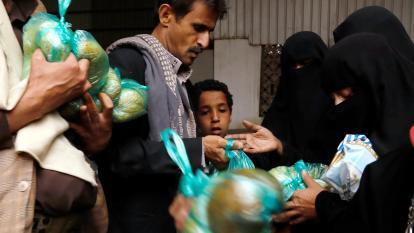 La cocina benéfica que proporciona alimentos a 200 familias yemeníes