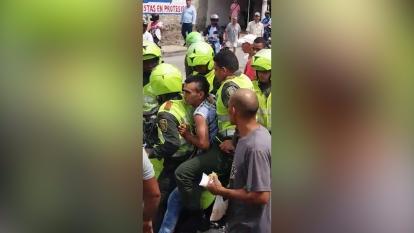 En video   Policías capturan a fleteros en lavaderos de carros del barrio San Isidro