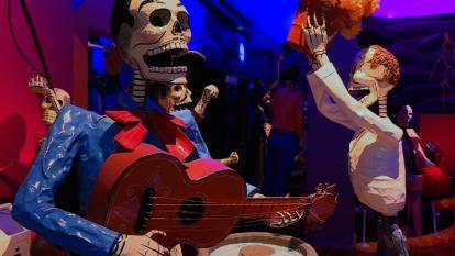 Cráneos de azúcar para celebrar el Día de Muertos en México