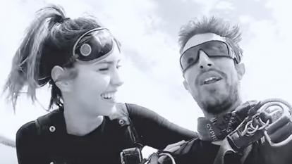 En video | La reacción viral de Paulina Vega tras saltar en paracaídas
