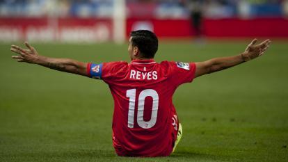 Goles, pases y fintas: así jugaba la 'Perla' Reyes