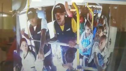 En video | Delincuentes vestían uniformes de IPS para atracar en buses