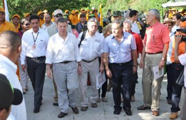 El alcalde de Sincelejo, Jairo Fernández, y el gobernador de Sucre, Julio César Guerra, acompañaron al presidente Juan Manuel Santos.