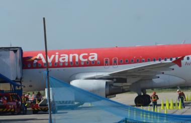 Una falla en una de las compuertas del avión generó un retraso en el vuelo AV8533.